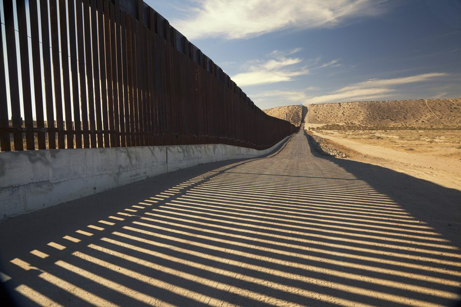 Fence+separating+United+States+and+Mexico